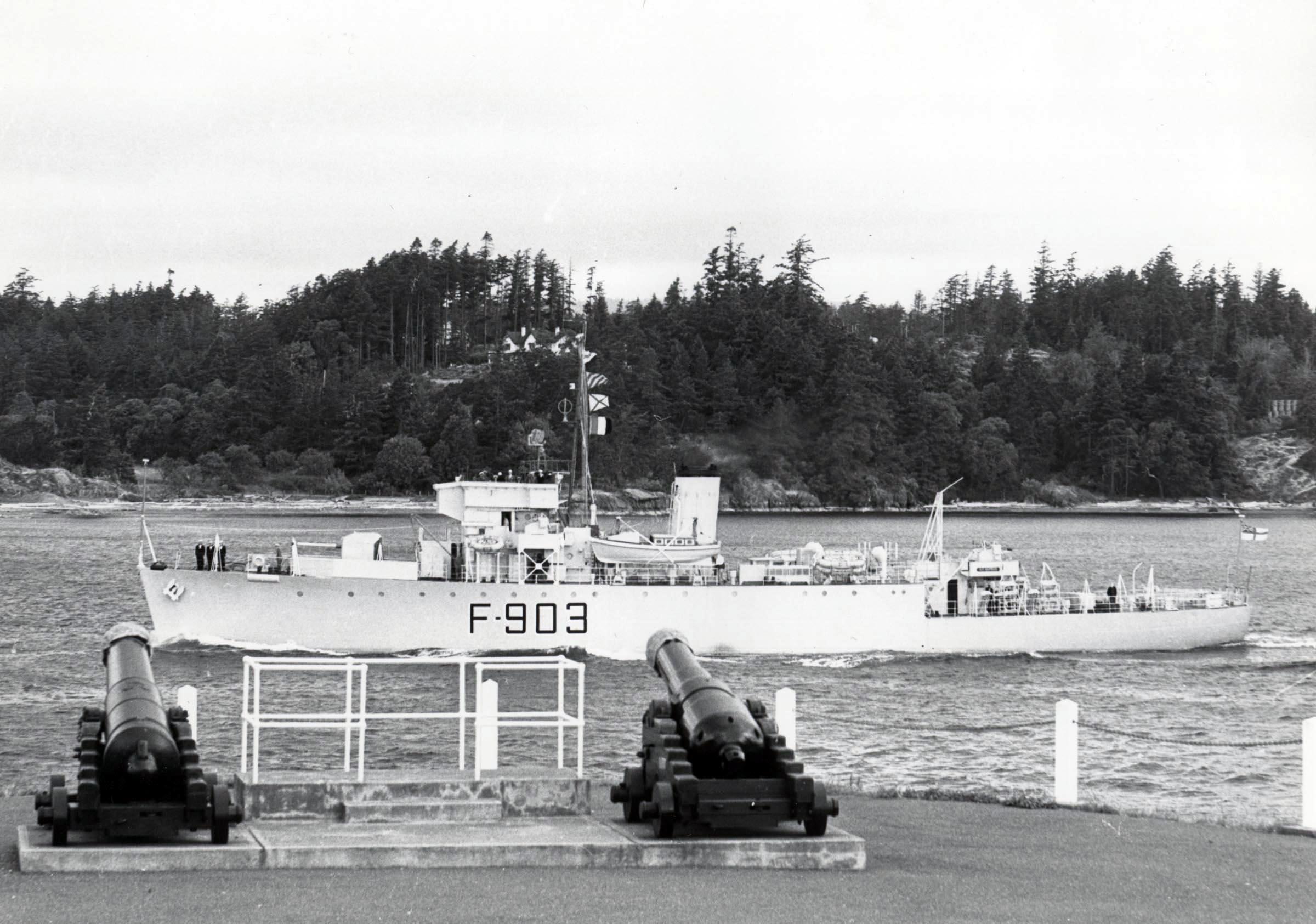 HMCS WINNIPEG (1st)