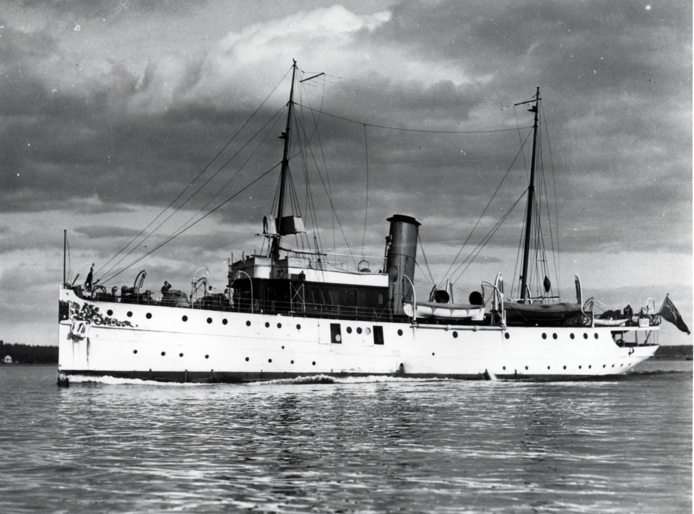 HMCS CARTIER